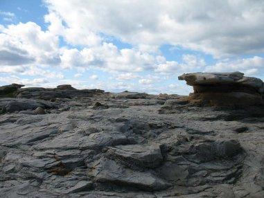 Странные камни на побережье